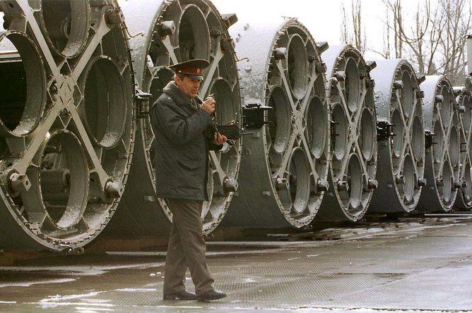 Quoc phong Ukraine: Tu dinh cao den suy kiet, the tham chua tung co-Hinh-2