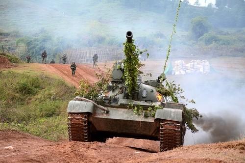Xe tang T-90S/SK Viet Nam ha duoc ca truc thang nho vu khi nay-Hinh-3