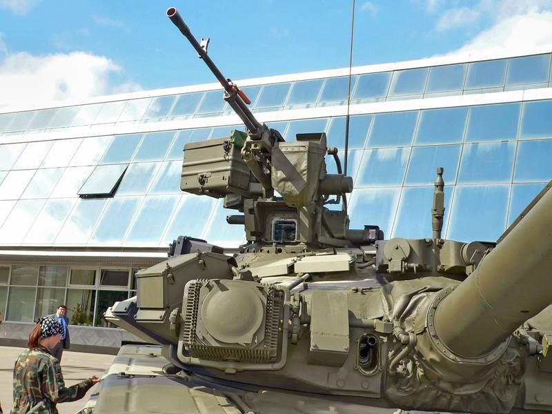 Xe tang T-90S/SK Viet Nam ha duoc ca truc thang nho vu khi nay-Hinh-6