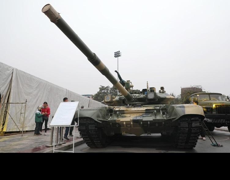 Xe tang T-90S/SK Viet Nam ha duoc ca truc thang nho vu khi nay-Hinh-4