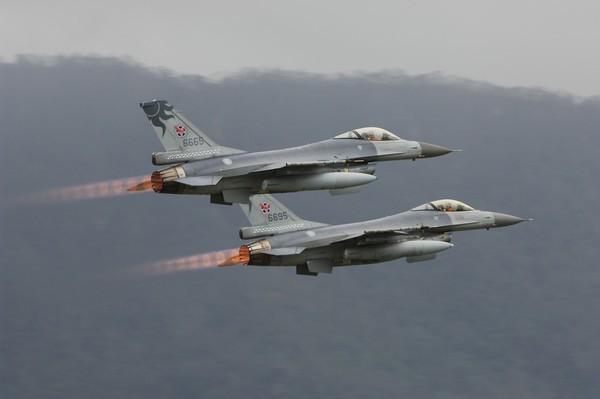 F-16 Dai Loan mat tich bi an: Bi ban ha hay dam xuong bien?-Hinh-8