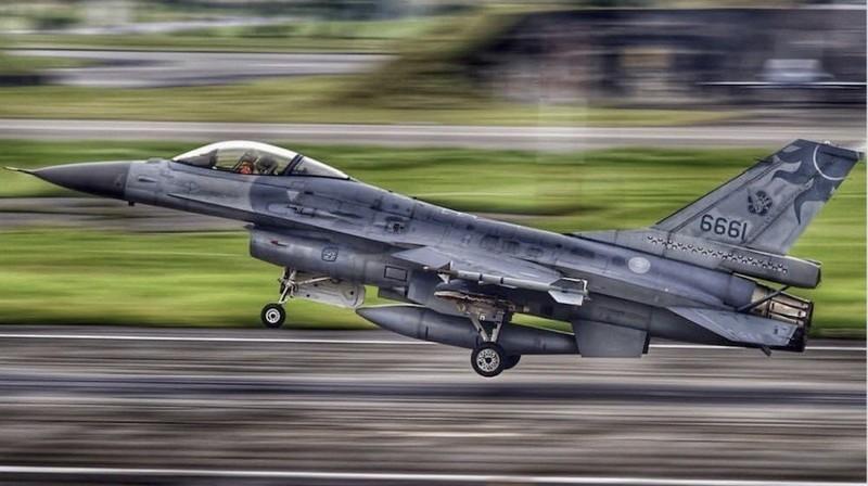 F-16 Dai Loan mat tich bi an: Bi ban ha hay dam xuong bien?-Hinh-9