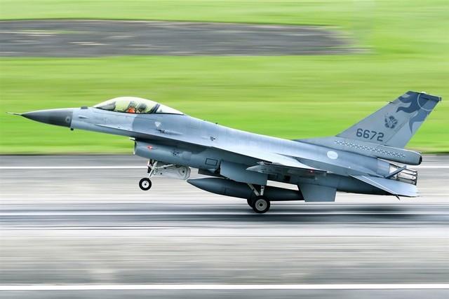 F-16 Dai Loan mat tich bi an: Bi ban ha hay dam xuong bien?