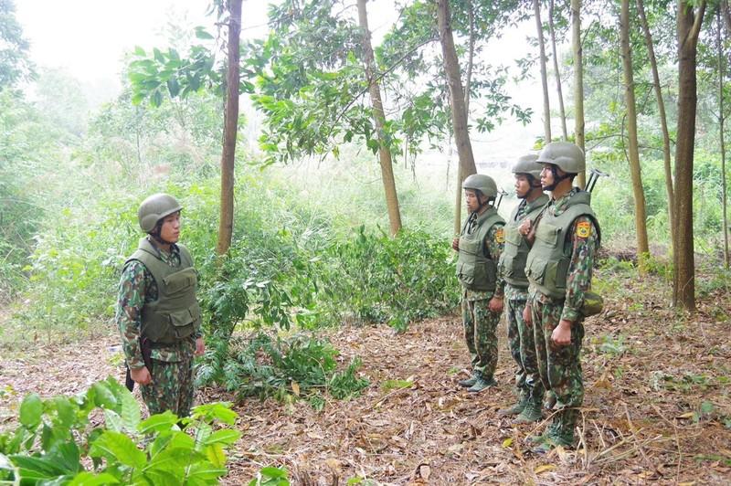 Dac nhiem Bien phong Viet Nam trang bi giap, mu chong dan hien dai-Hinh-4