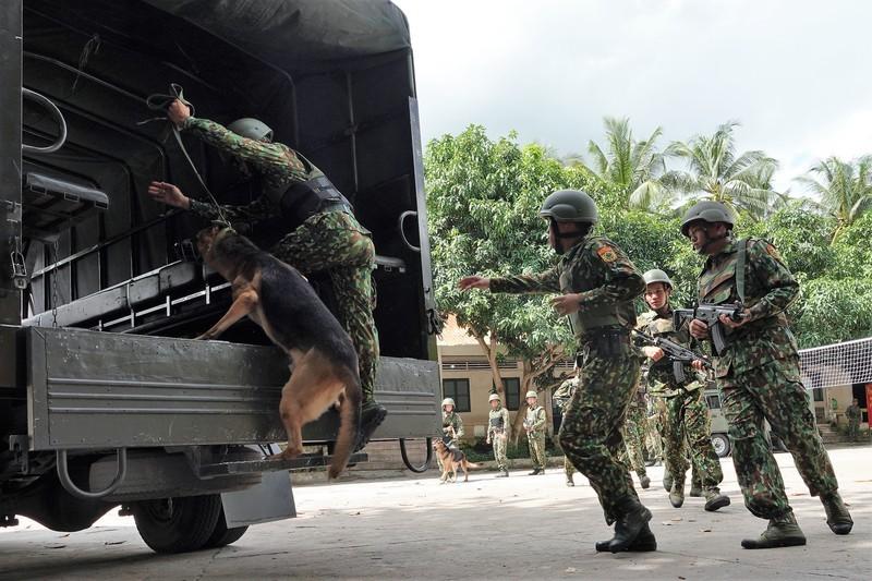 Dac nhiem Bien phong Viet Nam trang bi giap, mu chong dan hien dai-Hinh-6