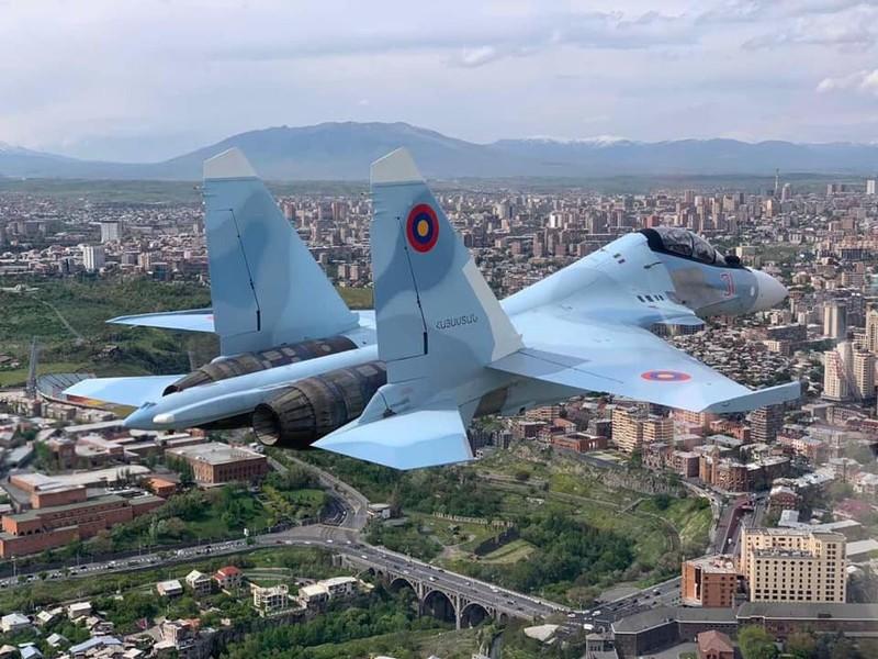 Quan doi Armenia va that bai dau don trong mua sam vu khi-Hinh-2