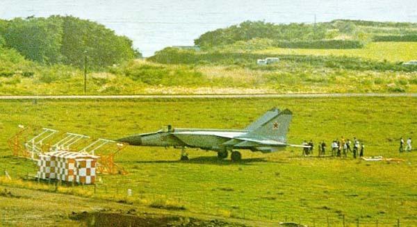 Khong quan My lam the nao de ngan phi cong lai F-22 bo tron?-Hinh-13