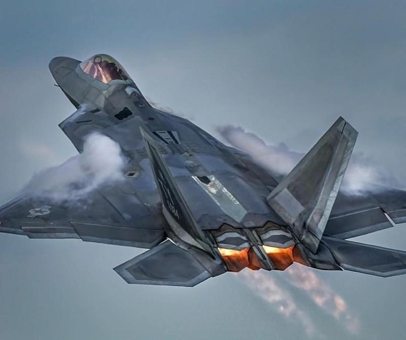 Khong quan My lam the nao de ngan phi cong lai F-22 bo tron?-Hinh-2