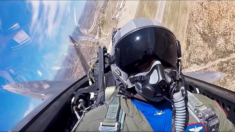 Khong quan My lam the nao de ngan phi cong lai F-22 bo tron?-Hinh-6