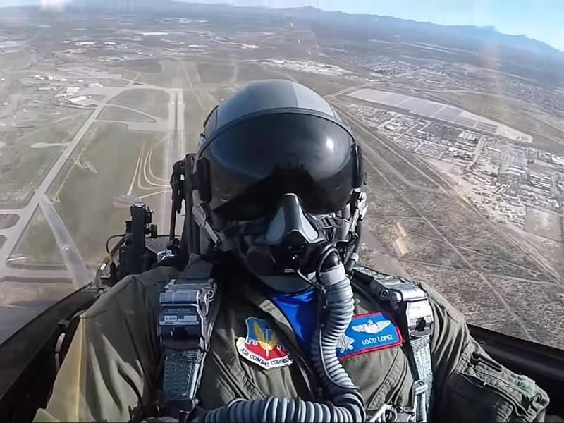 Khong quan My lam the nao de ngan phi cong lai F-22 bo tron?-Hinh-9