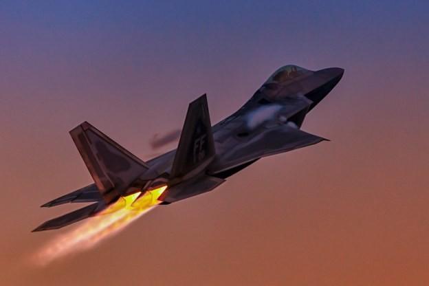 Khong quan My lam the nao de ngan phi cong lai F-22 bo tron?