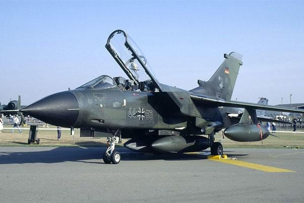Tai sao phi cong cua Khong quan Duc khong dap ung yeu cau cua NATO?-Hinh-10
