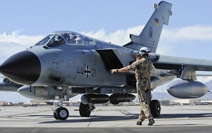 Tai sao phi cong cua Khong quan Duc khong dap ung yeu cau cua NATO?-Hinh-3