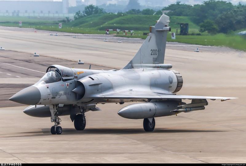 Vi sao chien dau co F-16 van dat hang, con Mirage 2000 thi khong?-Hinh-13