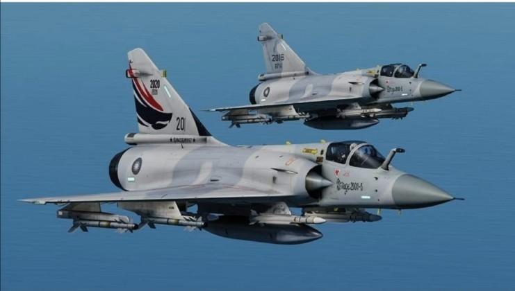 Vi sao chien dau co F-16 van dat hang, con Mirage 2000 thi khong?-Hinh-14