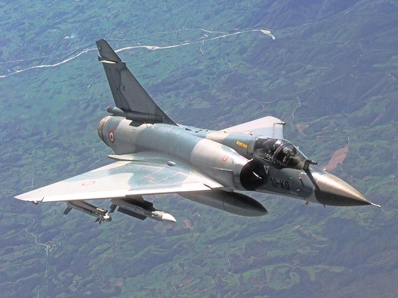 Vi sao chien dau co F-16 van dat hang, con Mirage 2000 thi khong?-Hinh-4