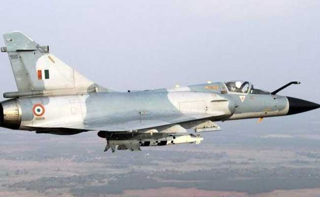 Vi sao chien dau co F-16 van dat hang, con Mirage 2000 thi khong?-Hinh-8