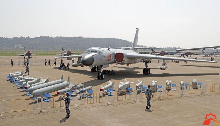 "Quan doi Trung Quoc tao scandal de quang cao may bay ""do co""-Hinh-12"