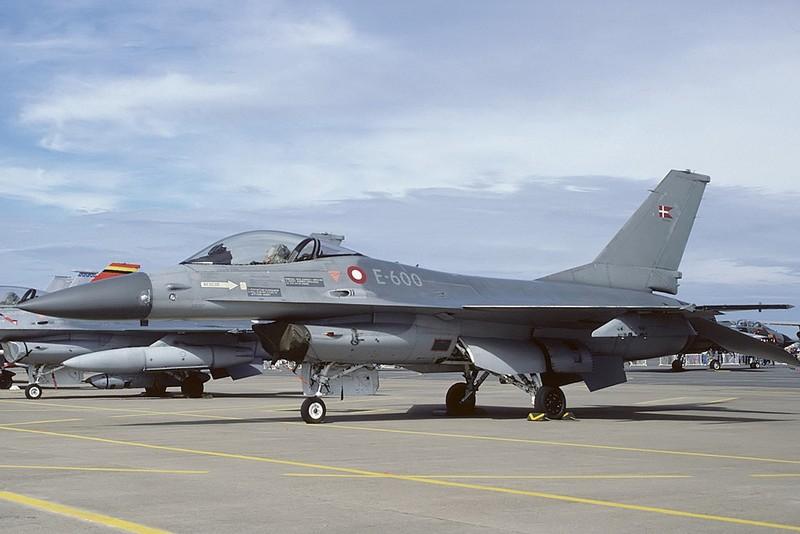 Co quy mo qua nho, Khong quan Dan Mach co mua F-35 lam gi?-Hinh-14