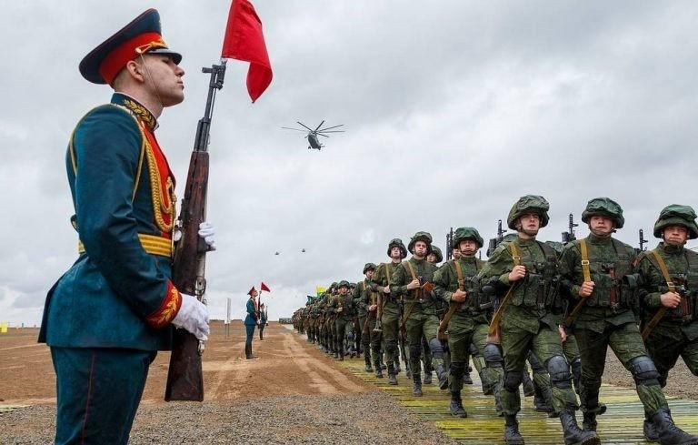 Những vũ khí nguy hiểm giúp Nga san bằng khoảng cách với Mỹ