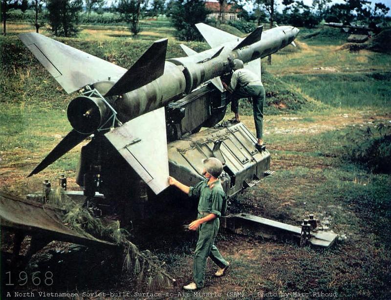 Bao Nga nhac lai chien tich Viet Nam ban ha may bay John McCain-Hinh-36