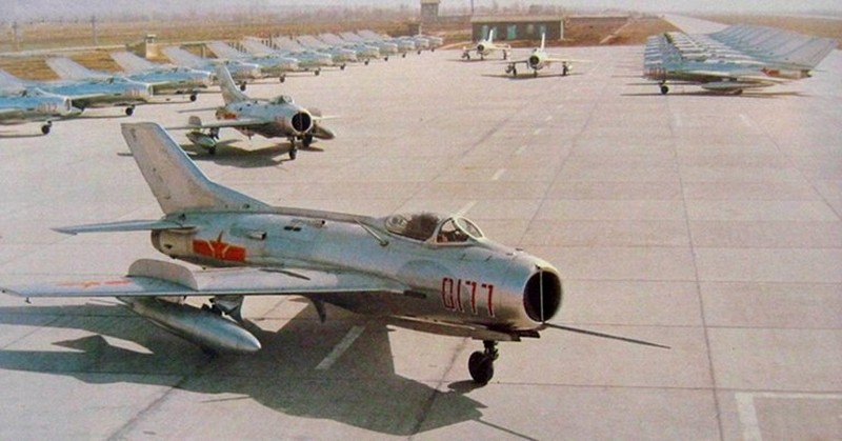 Tai sao Lien Xo khong vien tro truc tiep MiG-19 cho Viet Nam?-Hinh-21