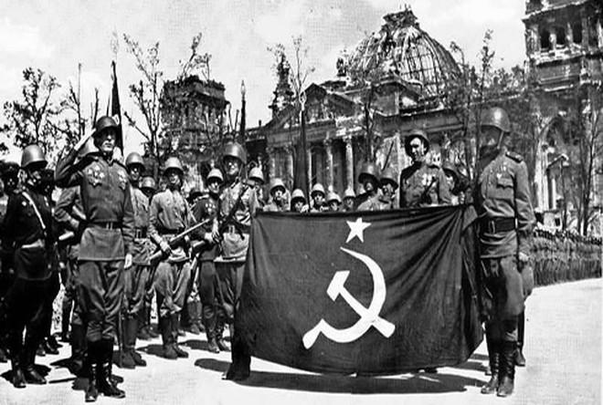 """Những quốc gia từng được Liên Xô """"tặng"""" đất, trong đó có cả Mỹ"""
