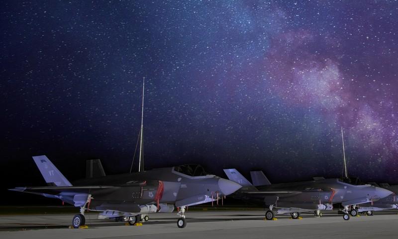Vi sao tiem kich F-35 co the chiu duoc ca set danh?-Hinh-19