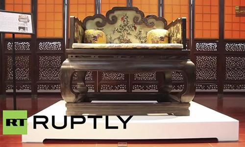 Ban dau gia ngai vang vua Can Long tu 56 trieu USD