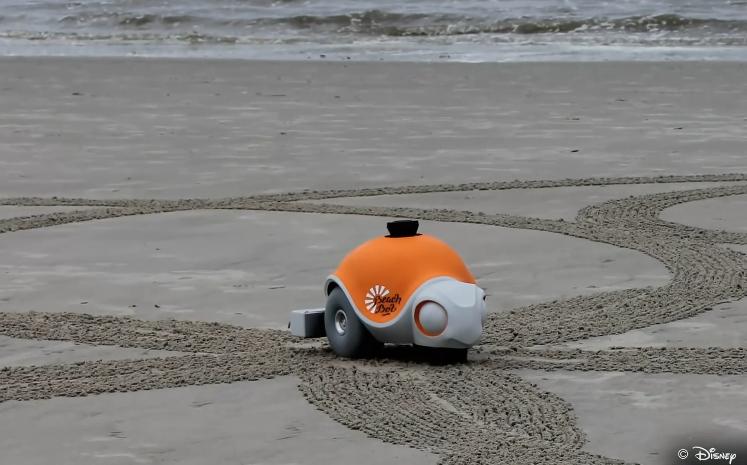 Ngo ngang robot ve tranh sieu dep tren bai bien
