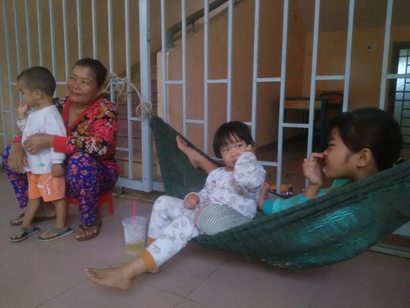 "Nguoi dan vung ven bien cua TP HCM ""that than"" truoc bao so 9-Hinh-4"