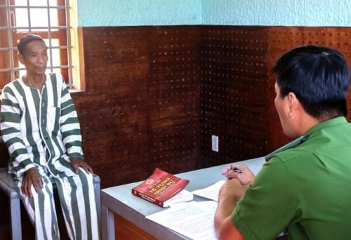 Doc gi hom nay 14/2: Ban nguoi yeu sang Trung Quoc lay tien mua xe-Hinh-3
