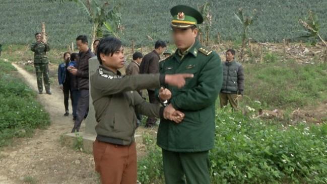 Doc gi hom nay 14/2: Ban nguoi yeu sang Trung Quoc lay tien mua xe