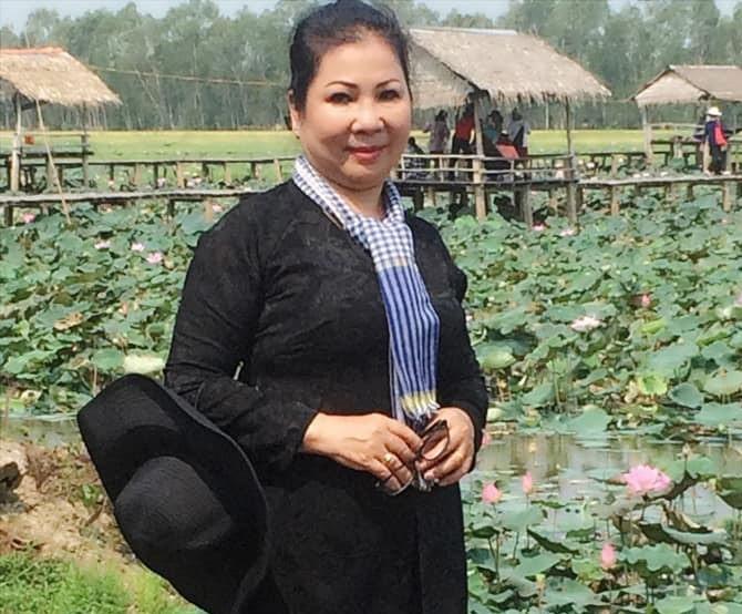 'Dat du' Sai Gon: Anh cong an ngoi doc sach giua duong de canh toi pham-Hinh-4