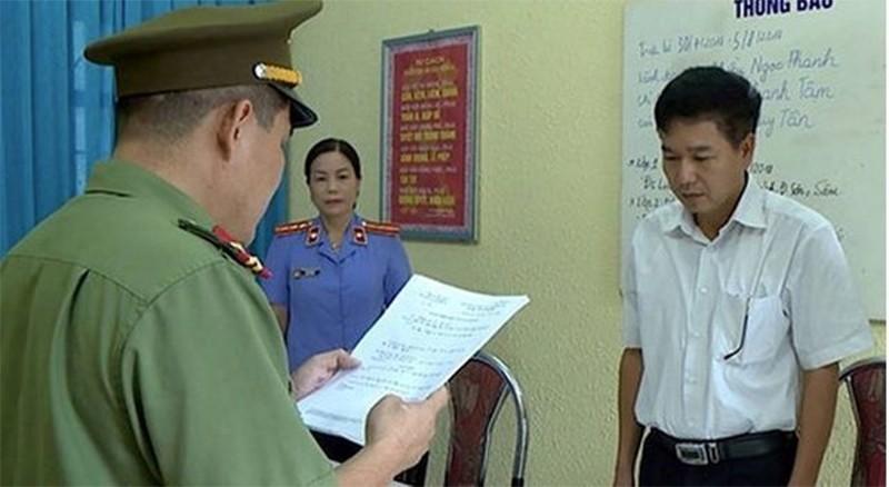 Gian lan thi cu o Son La: Giam doc So GDDT bi trieu tap-Hinh-2