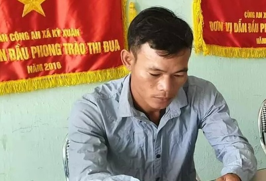 "Cong an vien danh be gai thieu nang: ""Chi danh vai cai"""