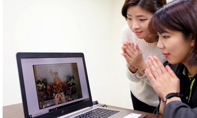 So dich, nguoi Dai Loan cung Tet Thanh Minh qua mang, dang hoa qua ao 50-Hinh-2