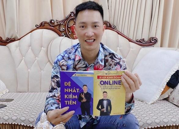 """Nghi van sach lau cua Huan """"hoa hong"""": Ai """"bao ke"""" in, phat hanh?"""