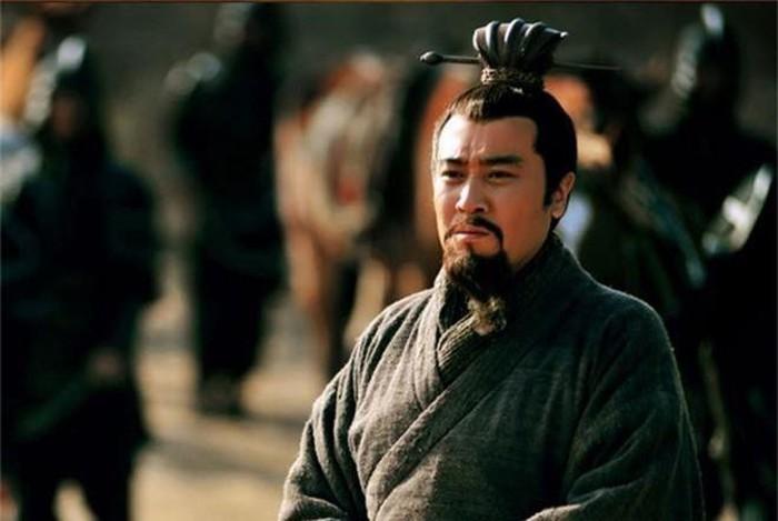 Tam quoc dien nghia: Vi quan su tai ba tung khuyen Tao Thao giet Luu Bi-Hinh-2