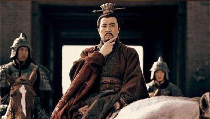 Tam quoc dien nghia: Vi quan su tai ba tung khuyen Tao Thao giet Luu Bi