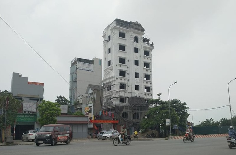 Hoai Duc: Nha xay vuot tang, Pho Chu tich xa An Khanh biet nhung lam ngo?