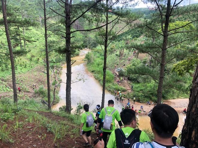 "VDV Dalat Ultra Trail 2020 chet: ""Boc"" sai sot cua Ban to chuc-Hinh-4"