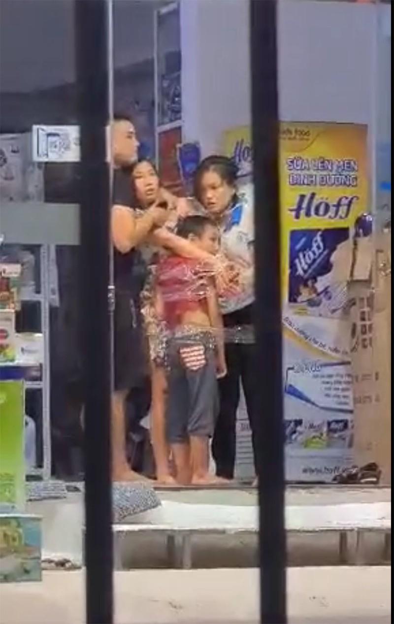 Loi khai chi tiet cua ke cam dao khong che 3 nguoi trong cua hang sua-Hinh-2