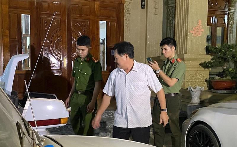 """Dai gia Thien """"Soi"""", Ngo Van Phat...: Tu biet thu khung toi xo kham"""