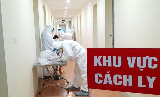 Quang Ninh cach ly 9 nguoi lien quan thay giao day tieng Anh mac COVID-19
