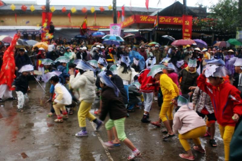 Tet Tan Suu 2021: Nhung le hoi dau nam cua ngu dan Viet Nam-Hinh-4