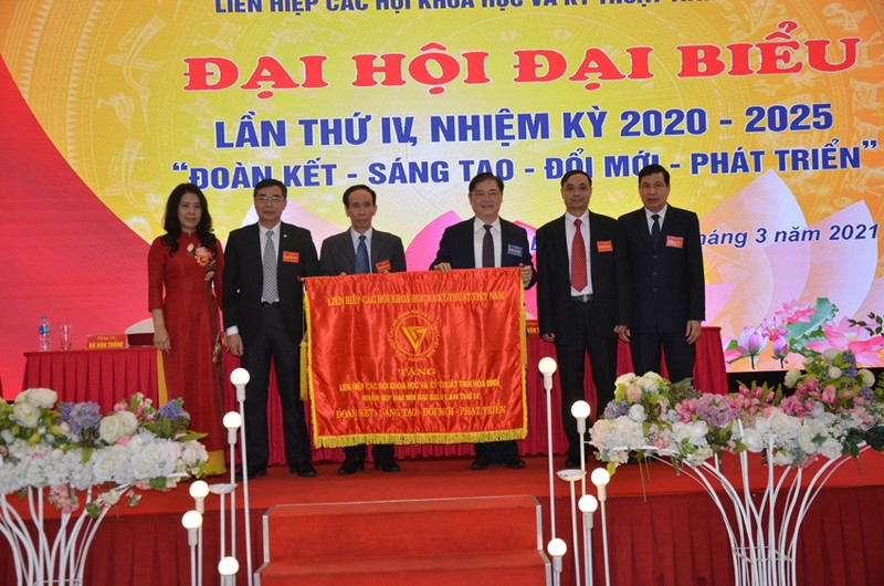 Dong chi Bui Van Thang duoc bau lam Chu tich Lien hiep Hoi o Hoa Binh-Hinh-2