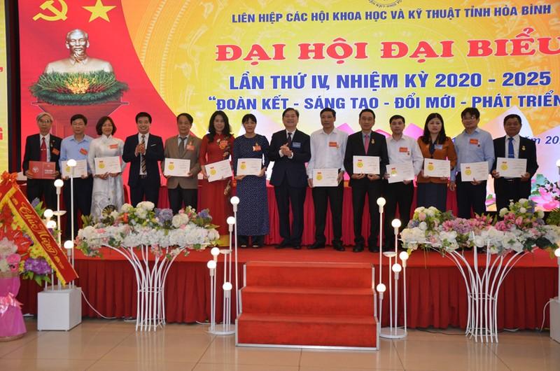 Dong chi Bui Van Thang duoc bau lam Chu tich Lien hiep Hoi o Hoa Binh-Hinh-6