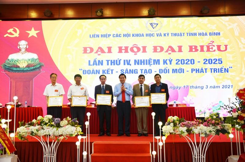 Dong chi Bui Van Thang duoc bau lam Chu tich Lien hiep Hoi o Hoa Binh-Hinh-7