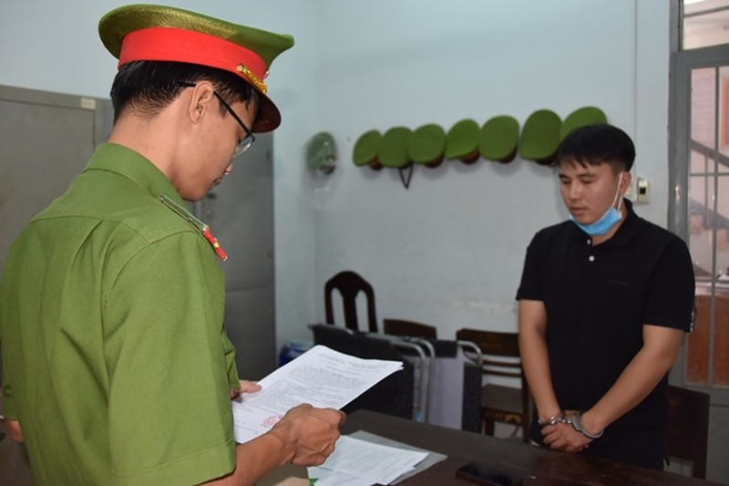 Khoi to 2 giam doc chi nhanh lua ban dat, chiem doat 70 ty dong-Hinh-2